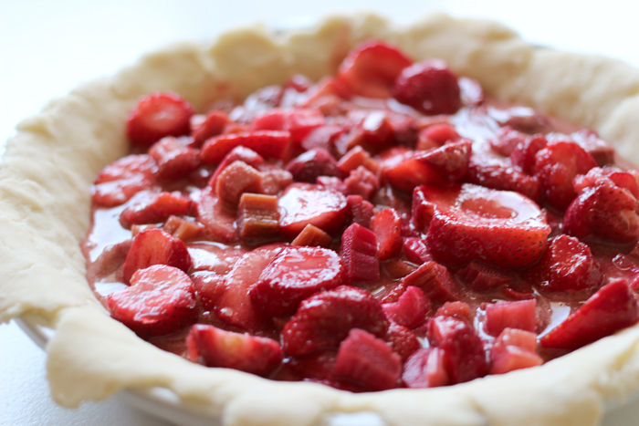 Strawberry rhubarb pie - blondewalk